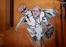 """Papa: cancellato per decoro ambientale murales """"supereroe"""""""